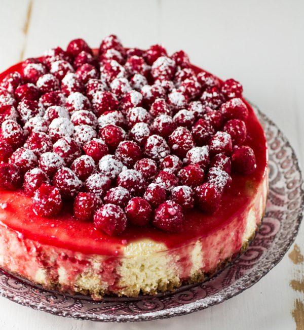 classic-cheesecake-with-rasberry-sauce