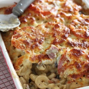 macaroni-and-chees-with-bacon-and-garlic