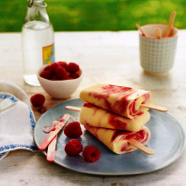 raspberry-ripple-lollies