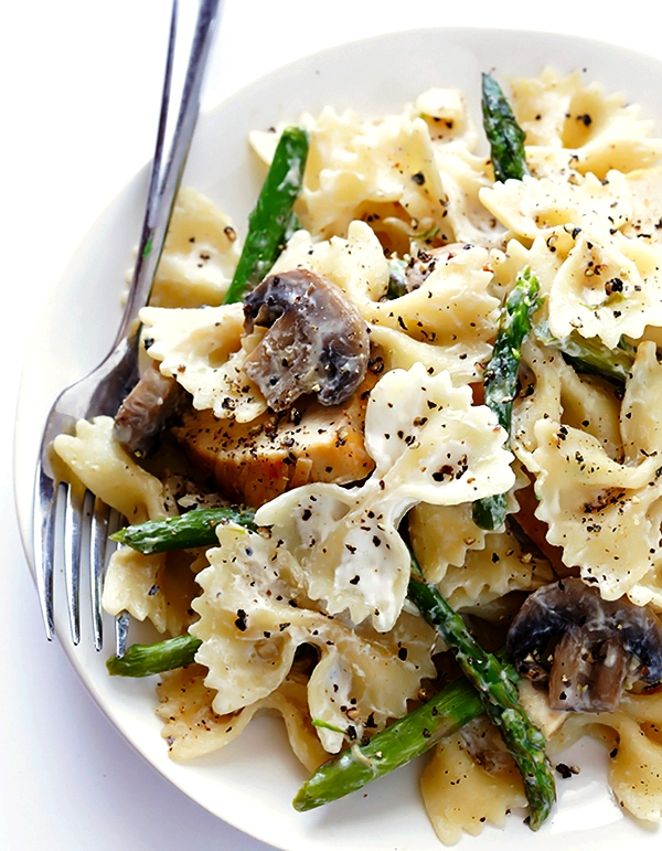 pasta-with-chicken-asparagus-goat-cheese