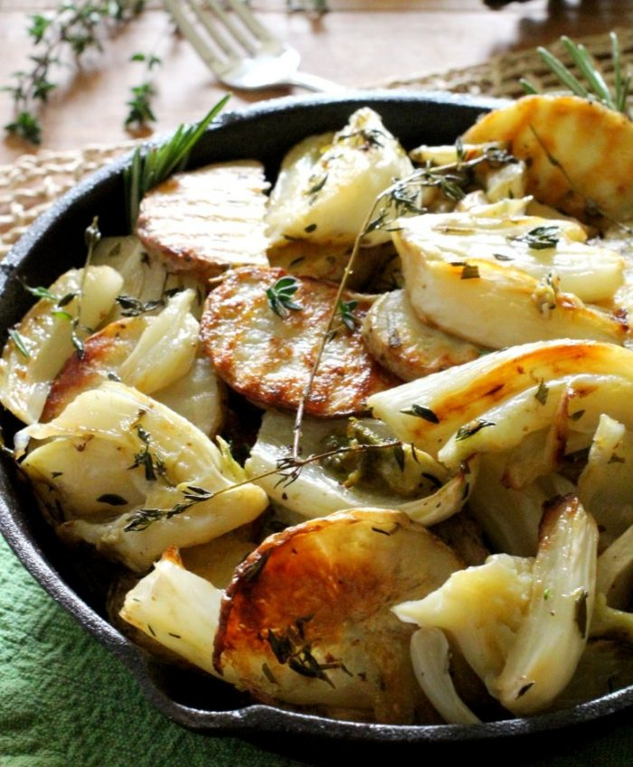 Oven-roasted-potatoes-fennel