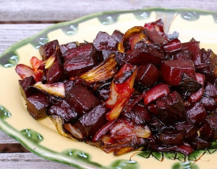 Roasted-beet-and-fennel-salad-with-balsamic-glaze