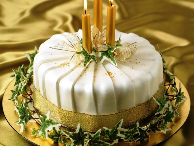 Pleated-shimmer-christmas-cake