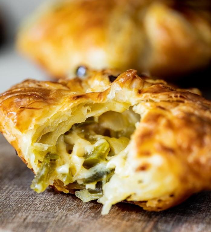 Cheesy-puff-pastry-jalapeno-bites