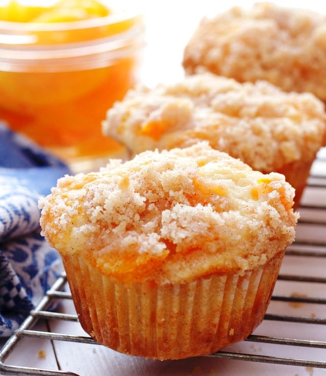 Peach-cobbler-muffins