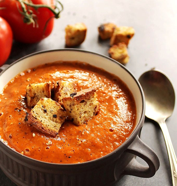Healing-roasted-tomato-and-red-pepper-soup