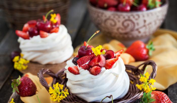mini berry pavlova twirls